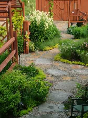 Path to barn June 1 06