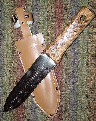 Hori hori knife with sheath