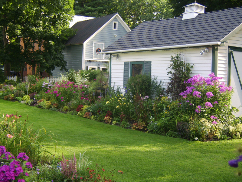 paragraph about garden Essay on garden article shared by  here you can publish your research papers, essays, letters, stories, poetries, biographies and allied information with a single vision to liberate knowledge before publishing your articles on this site, please read the following pages: 1.